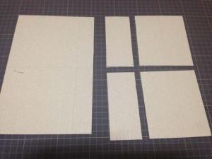 ダンボール紙をカットして底面パーツを作る