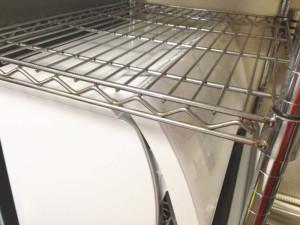 食洗機の高さが以前より高いためメタルラックの棚板の高さを調整する必要に迫られた