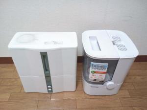 アイリスオーヤマの「加熱式加湿器SHM-4LU-G」は奥行もそれほど気にならない