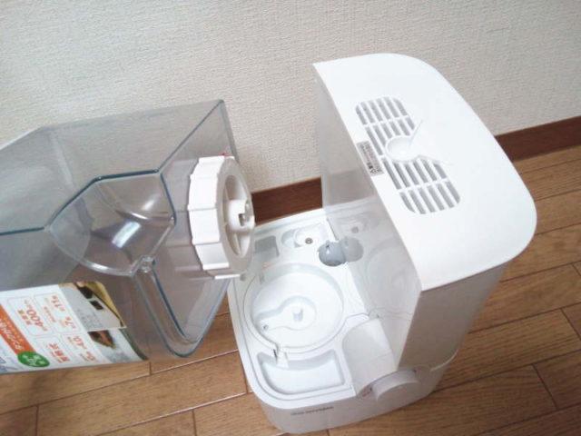 アイリスオーヤマの「加熱式加湿器SHM-4LU-G」なら床が濡れる心配がない