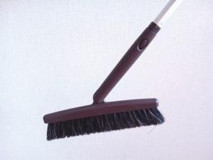 ホウキの柄も可動式で掃除がしやすい