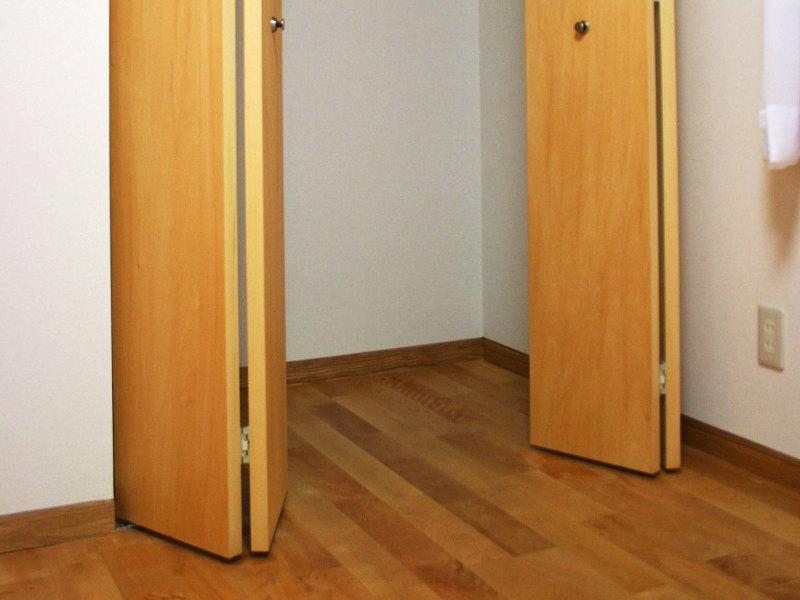 クローゼットの扉の影のデッドスペース