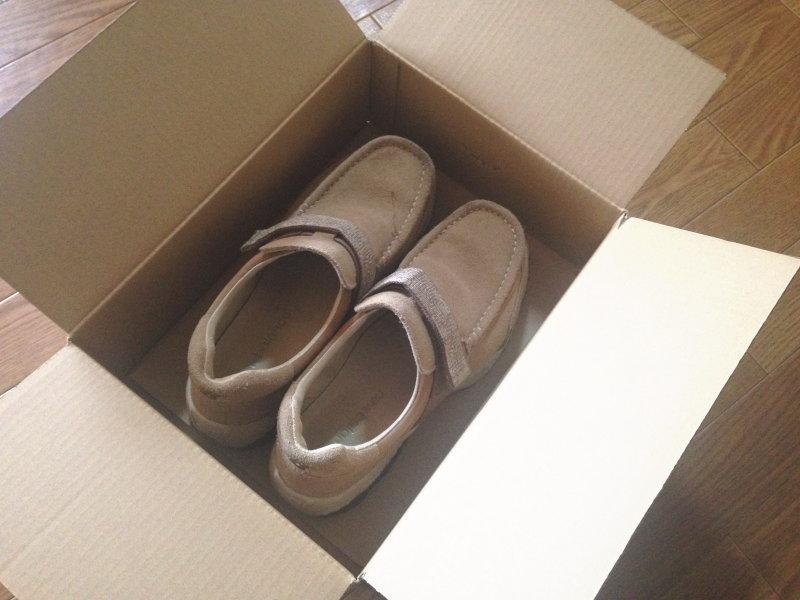 Amazonのダンボール箱に靴がピッタリ収まる