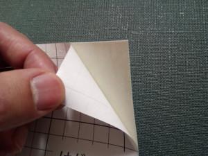 厚みは十分。裏紙も簡単に剥がれます。