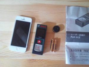 iPhone5とBOSCH(ボッシュ) レーザー距離計 PLR15と単4電池の大きさを比較
