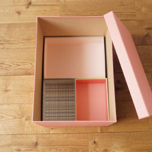 大切な思い出を収めるのに最適な丁寧な作りの貼り箱