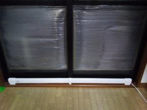 窓枠に設置したウインドーラジエーター W/R-1200
