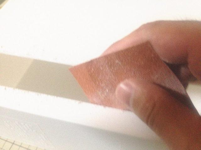 紙やすりで断面をキレイに仕上げる