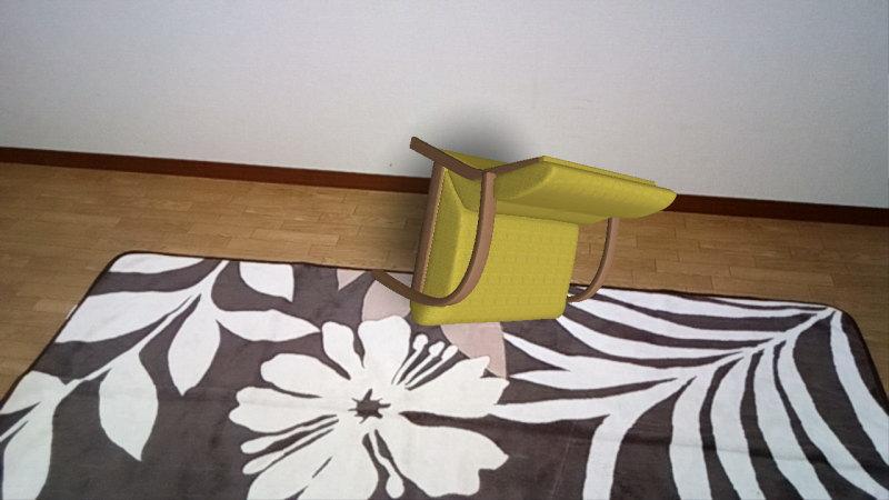 ぶるぶると震えながら回転するソファ