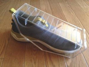 片方の靴の上に靴スタンドをセットしてみる