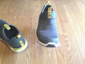 下側の靴を取り出す