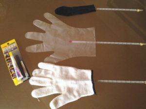 実験開始!瞬間接着剤と軍手、ポリエチレン手袋、パンスト、温度計を用意