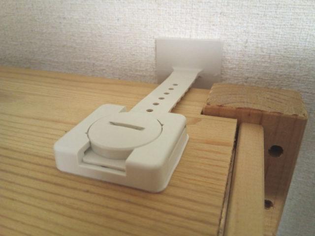 続いて家具の天板に貼り付け