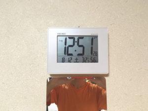 我が家の衣裳部屋の時計