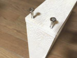 木ネジで桐材を接着