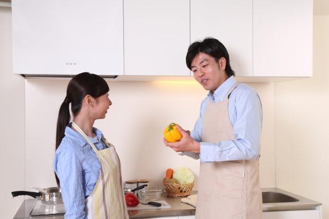 一緒に料理をする夫婦・イメージ