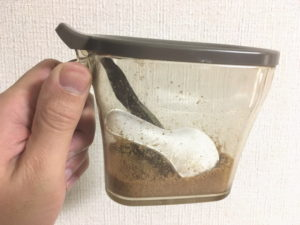 珪藻土スプーン使用後の調味料ポット