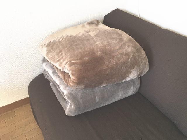 コストコの毛布 on ソファ