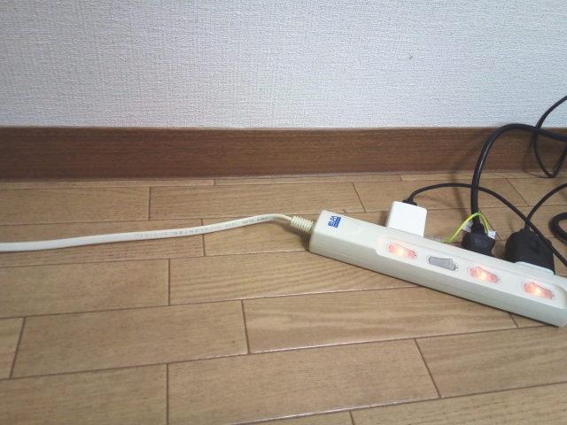 電源タップの配線収納