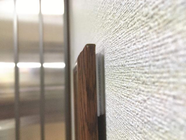 面ファスピタットで壁に貼った額