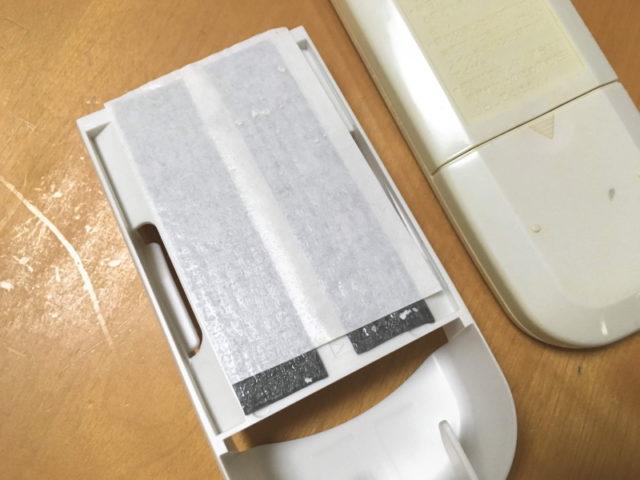 壁紙の表面が少し剥がれた
