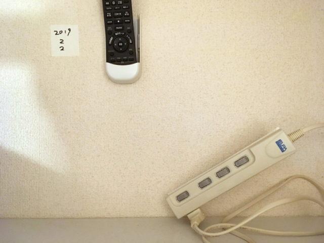 マステ+両面テープで貼り付けた電源タップが落下