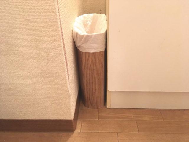 洗面化粧台横の隙間に自作やわらかゴミ箱