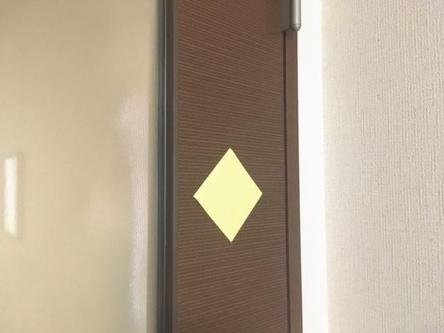 意外と木製ドアにくっつく