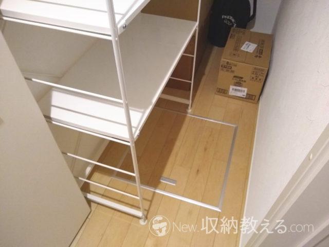 階段下収納に設置したスチールユニットシェルフ