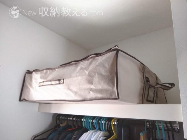 押入用の圧縮袋inボックスはクローゼットの枕棚からハミ出してしまう