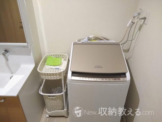 洗濯機上のスペースにウォールシェルフを取り付ける前の状態