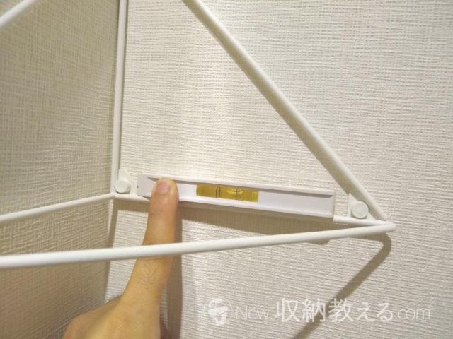 壁が水平垂直ではなくて棚受が斜めになってしまった
