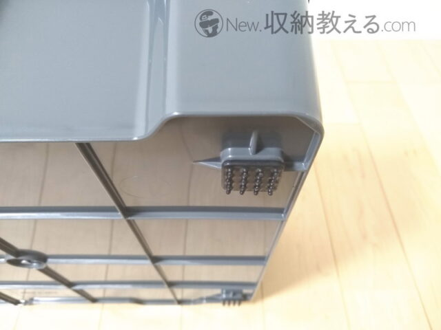 アイリスオーヤマ・ポリタンクトレーPR-420の底面には剣山状の滑り止めが付いている