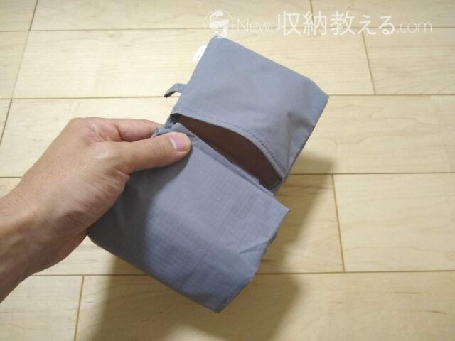縫い付けられた小袋に収納