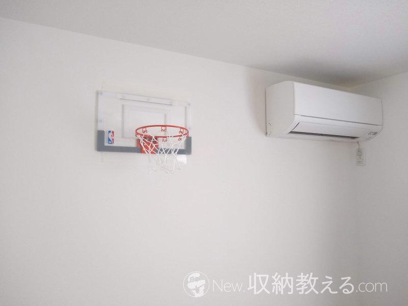 バスケットゴールを壁に貼り付けることに成功