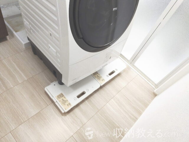 無印良品の「縦にも横にも連結できるポリプロピレン平台車」を使って洗濯機を移動してパンを掃除